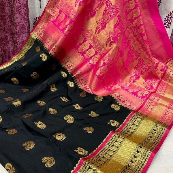 Mhalasa Paithani with Shoulder Butti and attached Contrast Blouse Piece
